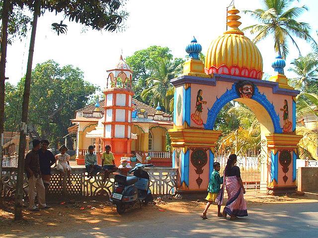 640px-India_Goa_Hindu_Temple_at_Siolim