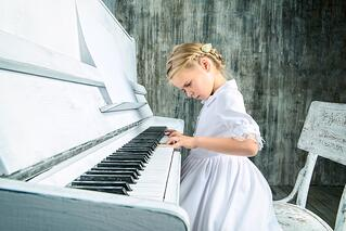 asbo_blog_girl_at_piano.jpg