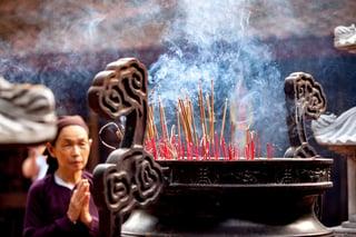 vietnamese_woman_prayer.jpg