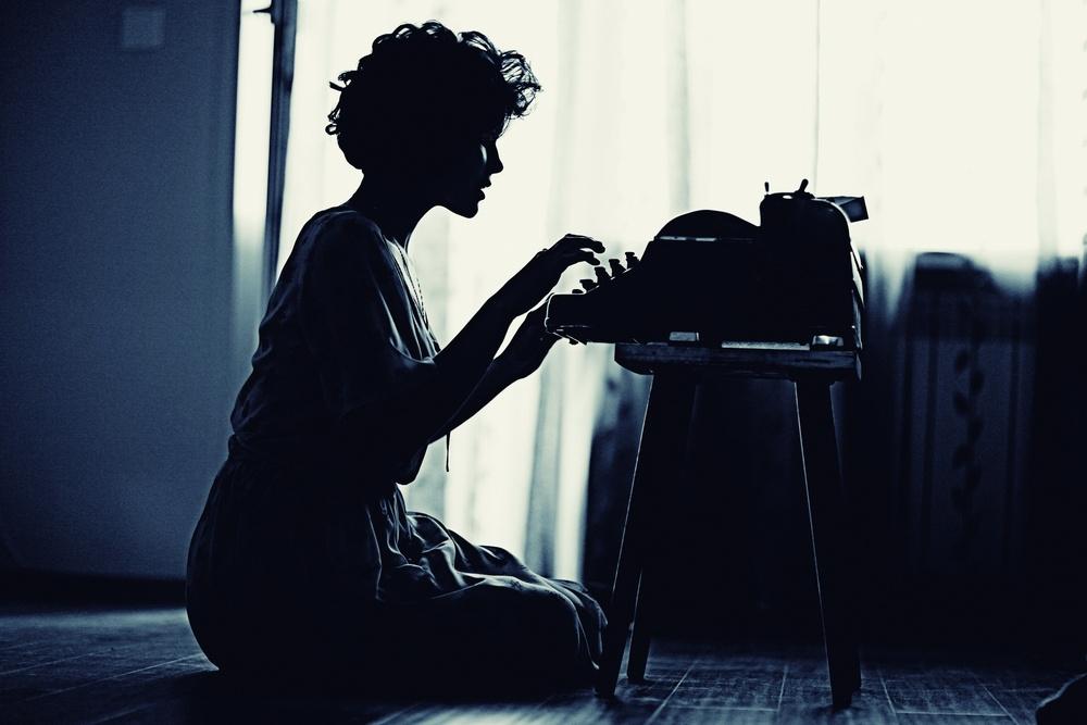 woman_typing.jpg
