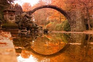Rakotz-bridge-(Rakotzbrucke,-Devil's-Bridge)-in-Kromlau,-Saxony,-Germany.-Colorful-autumn-622528828_2125x1416